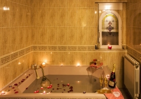 Baño con bañera grande