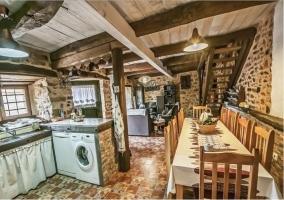 Cocina con mobiliario antiguo