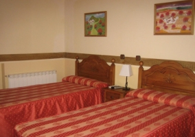 Cuarto con 2 camas individuales
