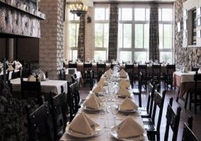 Restaurante con amplios ventanales