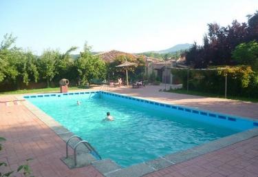 Casas rurales con piscina en guadalupe for Casas rurales en badajoz con piscina