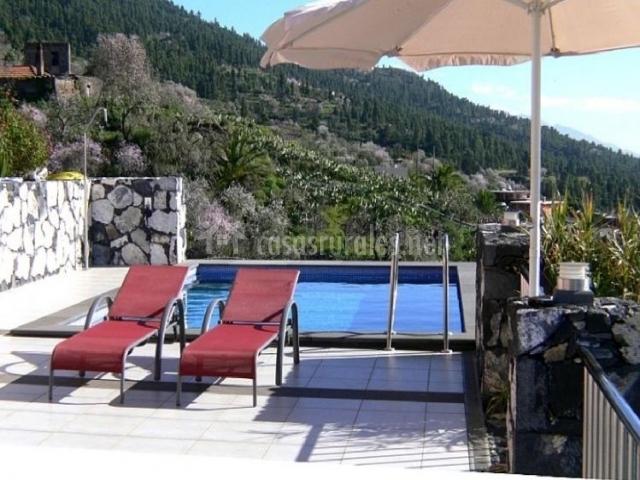 Vistas de la terraza con piscina