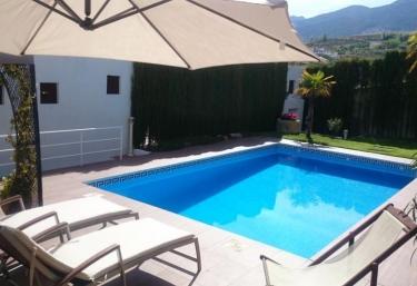 Casas rurales con piscina en monachil for Alquiler casa con piscina granada