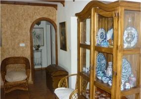 Mobiliario del salón-comedor de madera