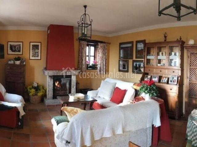 Monasterio san crist bal en san cristobal c rdoba for Sala de estar rojo y blanco