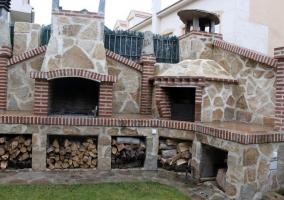 Barbacoa de construccion de la casa rural