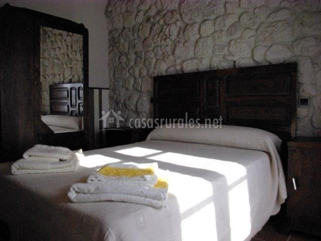 Habitación el Pilón en la planta baja con cama de matrimonio