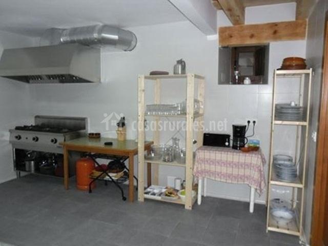 Casa grande de la hoz apartamentos rurales en membibre for Cocina industrial en casa