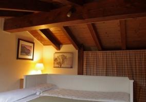 Altillo de la casa con cama nido abierta