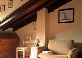 Dormitorio principal con sillones