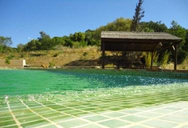 Casas rurales con piscina en sierra de c diz for Piscina de cadiz
