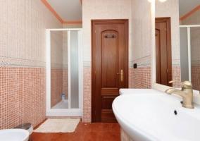 Dormitorio Suite de matrimonio y aseo con ducha de hidromasaje