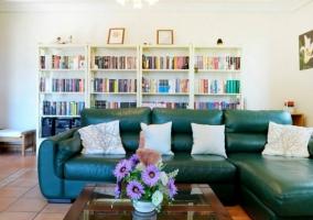 Sala de estar con sillones de cuero