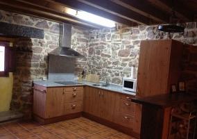 Cocina y comedor de madera