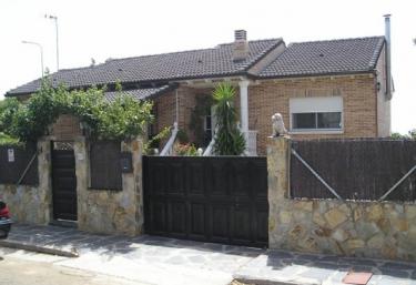 Casa Patuka - Villa Del Prado, Madrid