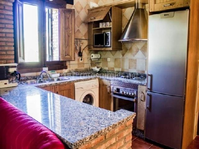 Gavilla apartamentos rurales fuente chiquita casas for Cocina pequena en forma de u con barra