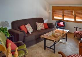 Mesa y mobiliario del patio