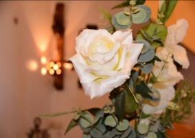 Detalles de la casa con flores