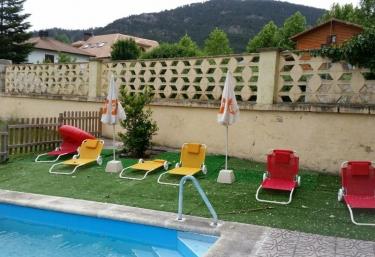Casas rurales con piscina en segovia for Hoteles segovia con piscina