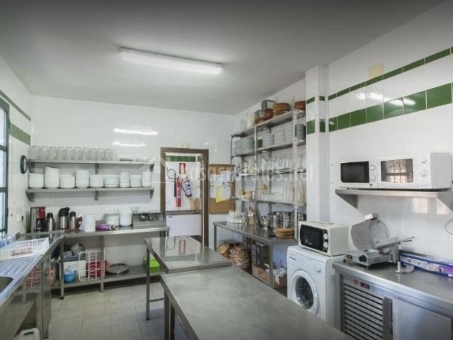 Centro de naturaleza encinar de escardiel en castilblanco for Menaje industrial