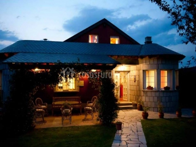 Casa rural entrepinos en santa cruz de pinares vila for Casa rural avila piscina