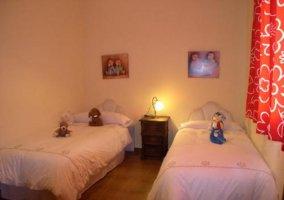 Habitación para niños con camas separadas