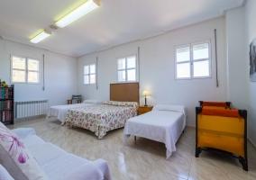 Dormitorio cuádruple con cuna