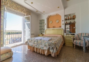 Dormitorio de matrimonio en colores pastel