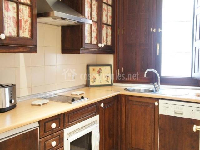 Casa villena en segovia capital segovia for Muebles de cocina en forma de l