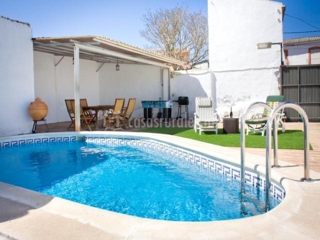 Casa rural valle del aceite en valdaracete madrid for Casa rural con piscina madrid