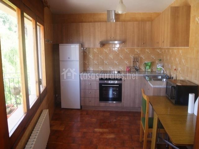 Ca la celia en alpens barcelona - Cocina casa rural ...