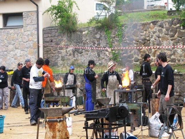 Forjadores en la plaza