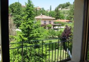 Vistas de la casa con los jardines