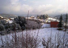 Vista del pueblo nevado