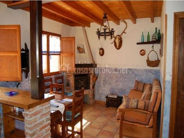 Casa rural el esguil en celango asturias for Casa rural con chimenea asturias
