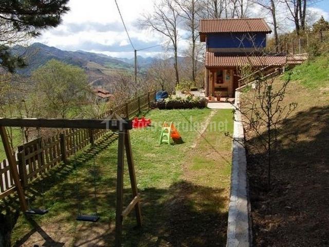 Casa rural el esguil en celango asturias for Casa rural casa jardin