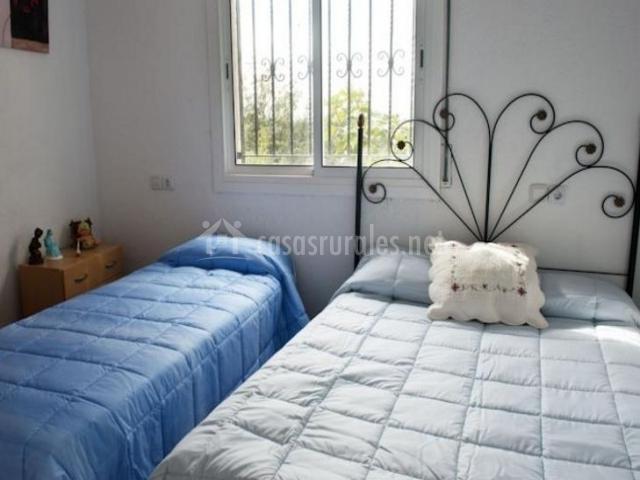 Dormitorio de matrimonio muy luminoso