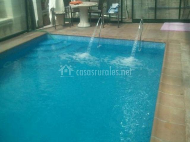 Vistas de la piscina con chorros