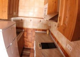 Paredes blancas y techos de madera