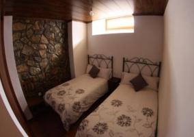 Habitación con 2 camas equipadas
