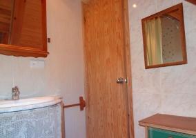 Aseo de la casa con detalles en madera