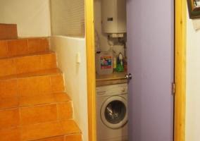 Escaleras y vistas de la sala de lavadora