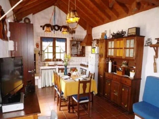 Casa rural la cuna en erjos tenerife for Mesa cocina tenerife