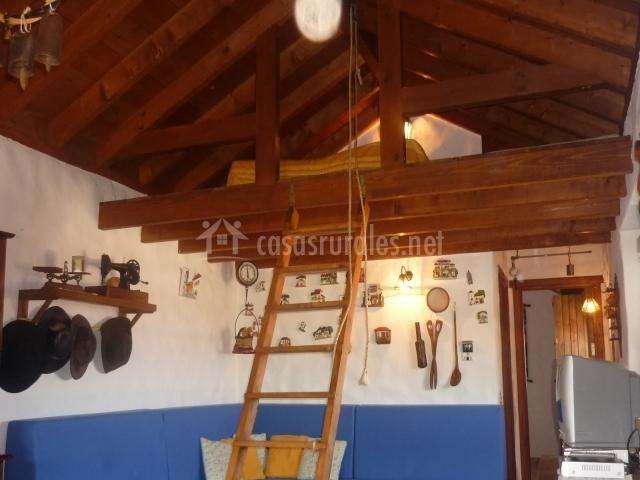Casa rural la cuna en erjos tenerife - Altillo de madera ...