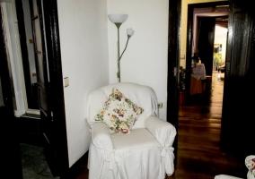 Dormitorio con espacios de descanso