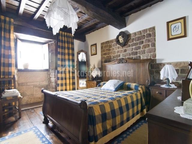 Casa los eros en olea cantabria for Visillos dormitorio