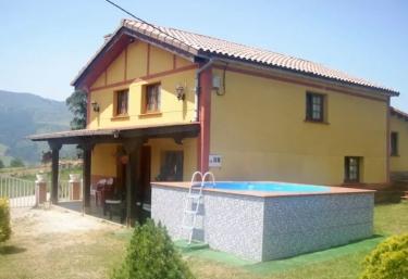 Casas rurales con piscina en cantabria for Casas rurales con piscina en alquiler