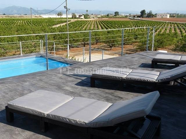 Zona solárium con hamacas
