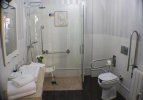 Baño adaptado La de Abajo