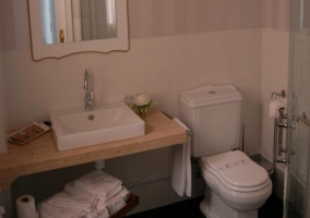 Baño dormitorio de las Muchachas